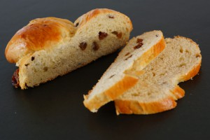 Yeast bun with rum raisins | schabakery.com