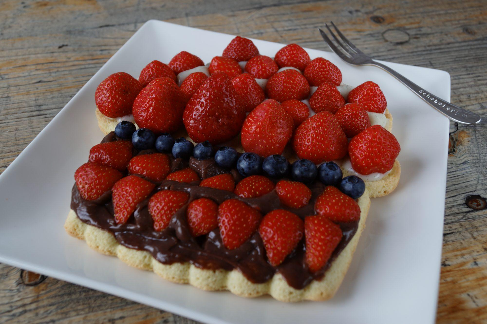 biscuit sponge with strawberries   schabakery.com